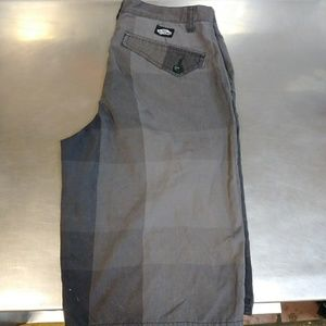 Vans Off the Wall Size 30 Gray Shorts!